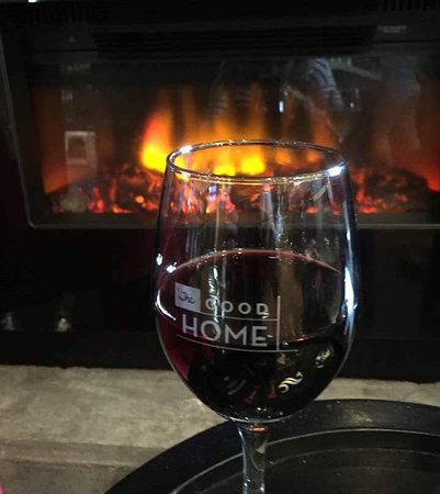 Howick, New Zealand: Glass of red by the fire place