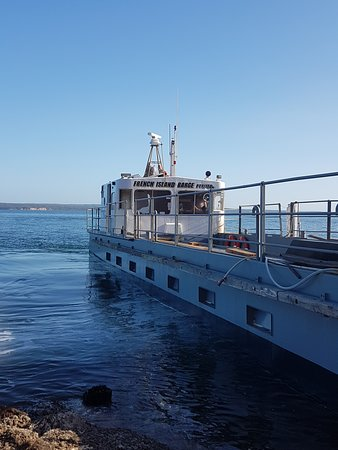 Остров Французский, Австралия: Barge service for cars from Corinella (Call 0428 880 729 to book)