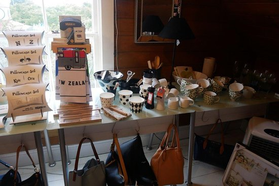 Darfield, Nouvelle-Zélande : Gift store above the Fat Beagle