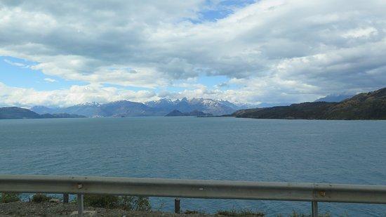 Lago Carrera cerca de Puerto Guadal 1