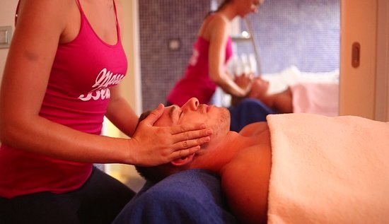 Playa d'en Bossa, Spain: Couples Massage. Receive a treatment side by side