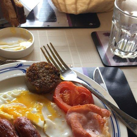 Mountshannon, أيرلندا: Irish breakfast with Ursula's homemade bread