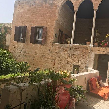 Fauzi Azar Inn by Abraham Hostels: Gorgeous Antique setting...