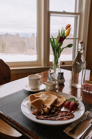 Eaton, NH: Guests enjoy a full country cooked to order breakfast with a view.