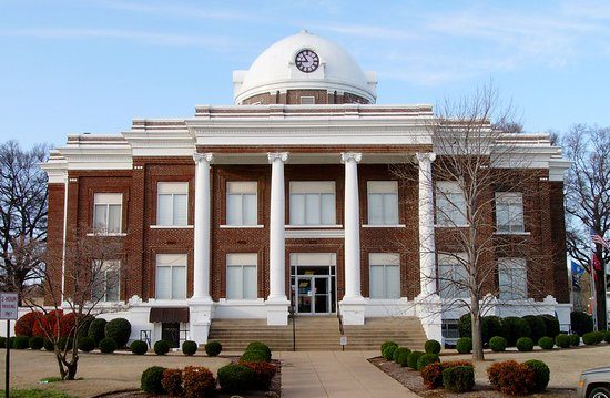 Dyersburg, TN: Front of the Dyer County Courthouse