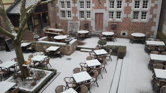 Fouron-le-Comte, Бельгия: mooi binnenkoer in de sneeuw