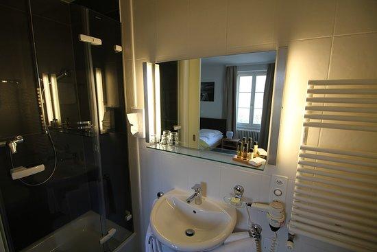 Bursinel, سويسرا: Salle de bain