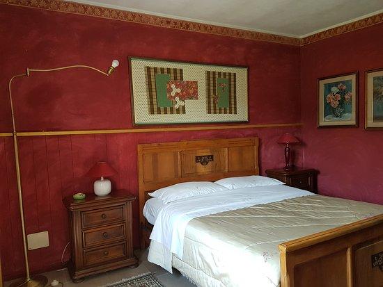 Capriglio, Italy: camera rossa  piano terra