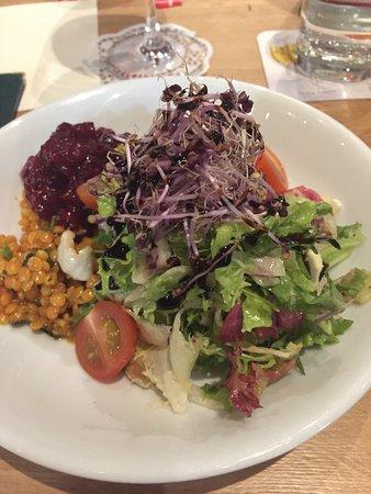 Salat Som Er Tilbehør Til Bøf Picture Of Restaurant Heimatliebe