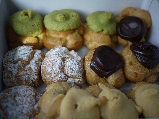Liliha Bakery: Delicious Cream Puffs!