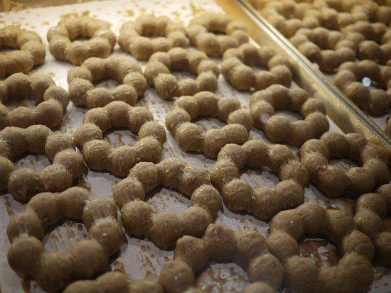 Liliha Bakery: Poi Donuts!