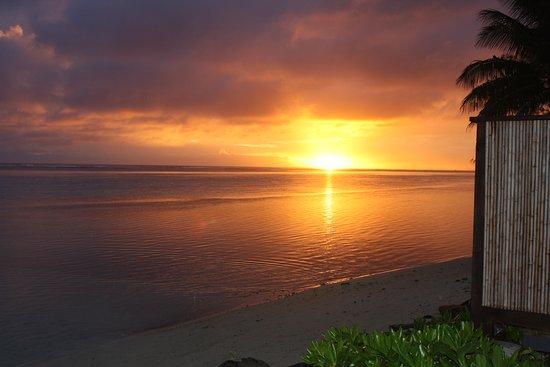 سي تشانج فيلاز: sunset from bungalow deck...gorgeous