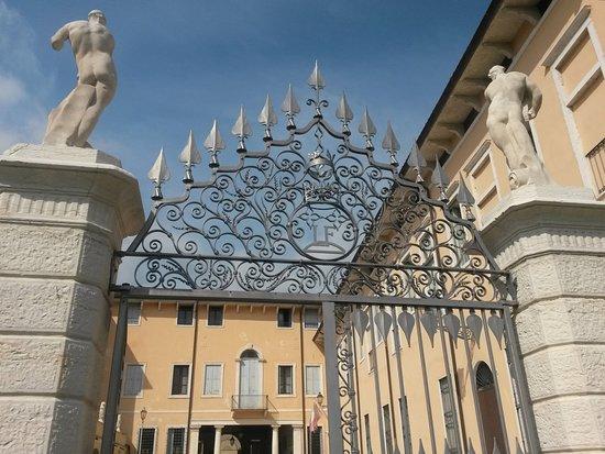 Palazzo Festari