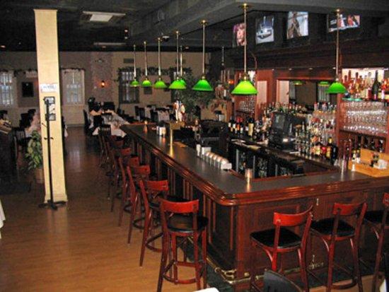 Woodbridge, NJ: Bar Area