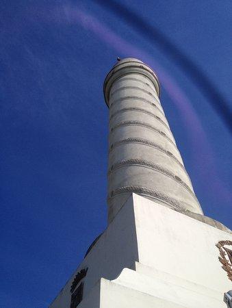Monumento a los Heroes de la Restauracion: La Torre desde abajo