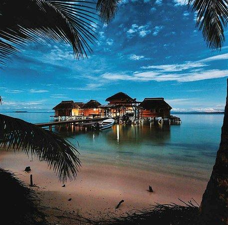Isla Bastimentos, Panama: Hermoso lugar vistas del hotel desde la playa