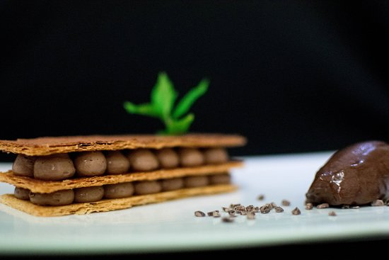 Saint-Aubin-De-Medoc, Francia: millefeuille au chocolat, sorbet cacao