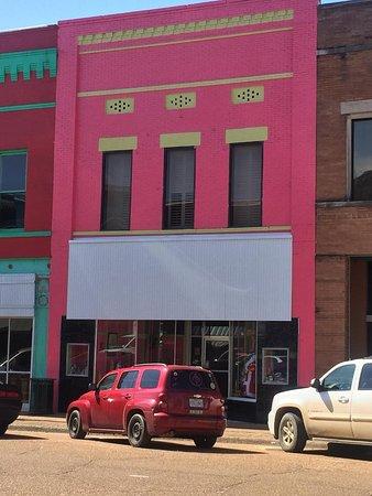 Yazoo City, MS: Apartments A & B upstairs