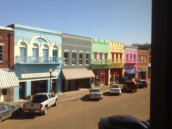 Yazoo City, MS: Hotel buildings from upstairs across the street