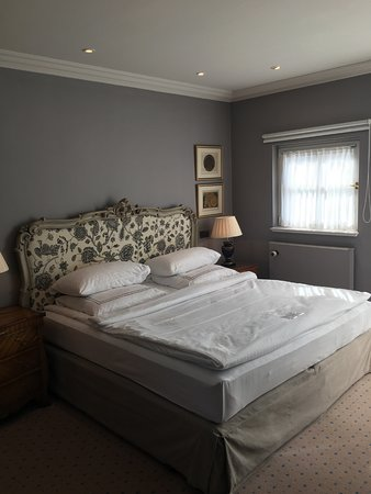 king size bett picture of patrick hellmann schlosshotel berlin tripadvisor. Black Bedroom Furniture Sets. Home Design Ideas