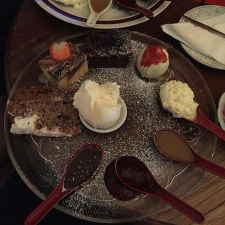 Armageddon Cake Dessert Bar张图片