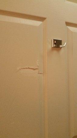 InTown Suites Austin: Patched door?