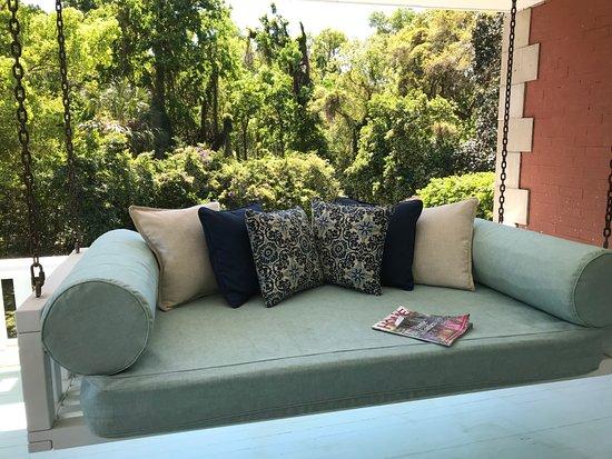 Herlong Mansion Bed and Breakfast Inn: 1 of 2 bed-sized swings on 2nd floor veranda