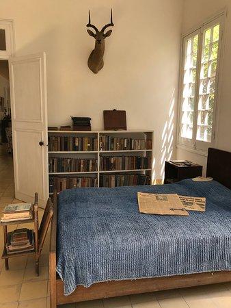 พิพิธภัณฑ์เฮอร์มิงเวย์ ฟินซา วิเกีย: La stanza da letto con i fogli di giornale sul letto.