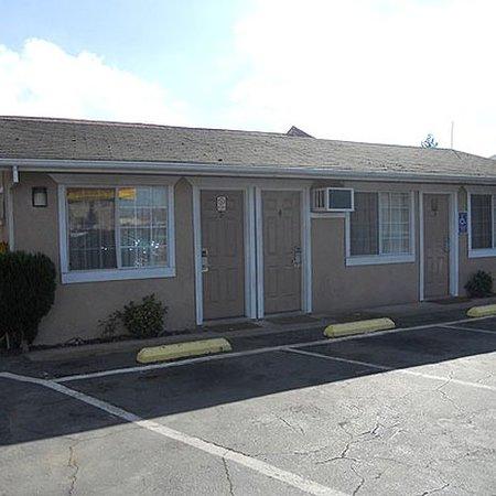 Oakdale, CA: Exterior
