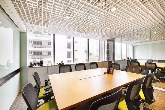 Studio M Hotel: Meeting room