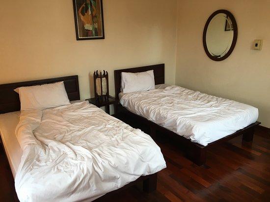 Vayakorn Inn: One mattress good, the other bad