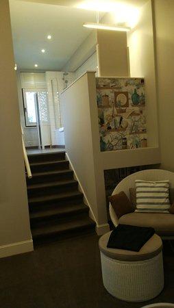 Made in Louise: La scaletta che porta agli spazi del bagno.