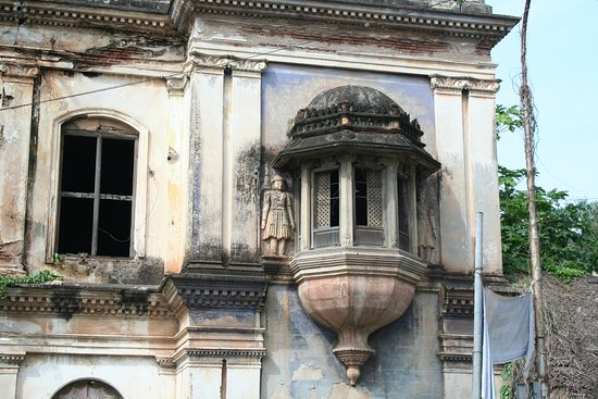 Thanjavur Royal Palace and Art Gallery: Ornate building in Palace compound