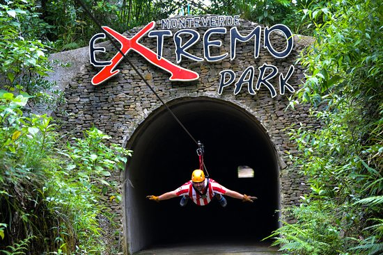 Santa Elena, Costa Rica: Volando a través de un túnel