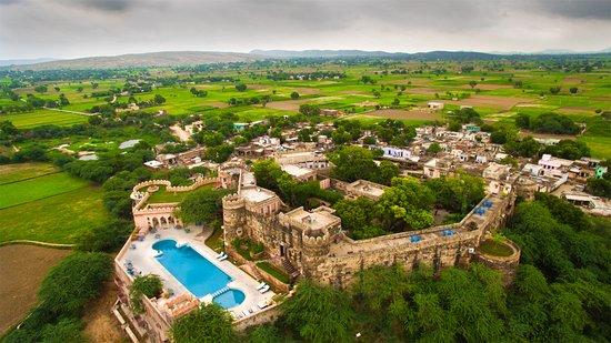 NEEMRANA'S - HILL-FORT, KESROLI (Alwar, Rajasthan) - Hotel