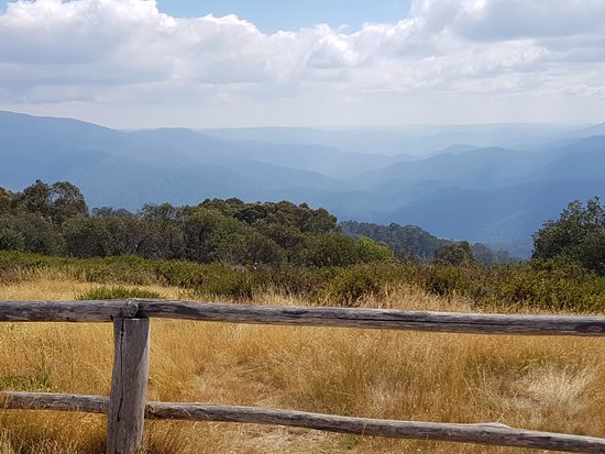Australis 4WD Adventures: View from Craigs Hut
