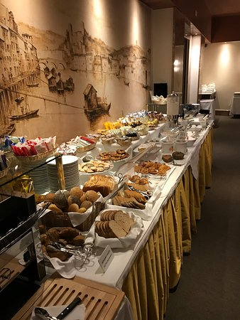 Accademia Hotel: Breakfast table (and there are more options......)