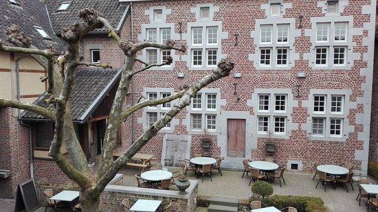 Fouron-le-Comte, بلجيكا: mooie binnenkoer in het hotel