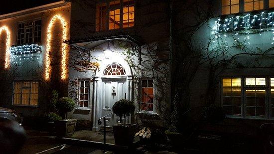 Evershot, UK: Beautiful lit up at night