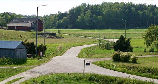 Houtskar Island, Finland: Take a walk in the village - Hyppeisten kyläraitilla on rauhallista kävellä
