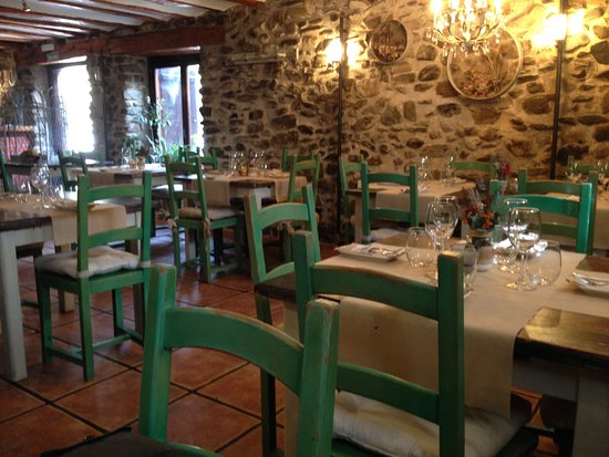 Comedor picture of casa rural restaurant zaldierna ezcaray tripadvisor - Casa rural ezcaray ...