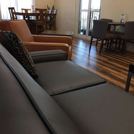 Harrington, DE: Comfortable meeting room - traditional hotel breakfast
