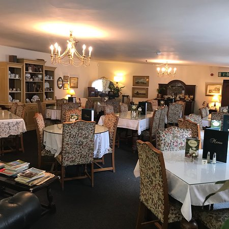 Out Rawcliffe, UK: The newly refurbished tea room intimately lit with gorgeous chandeliers furnished with antiques,