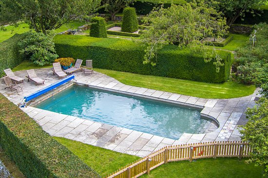 Askham, UK: Swimming pool - Airframes