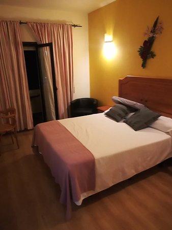 Hotel Los Templarios: IMG_20180322_234939_large.jpg
