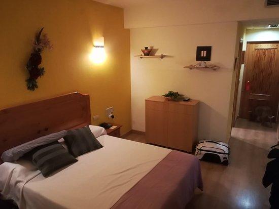 Hotel Los Templarios: IMG_20180322_234914_large.jpg