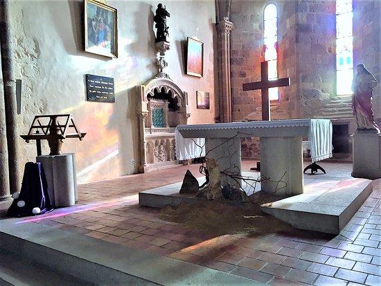Magnac-Laval, France: l'autel