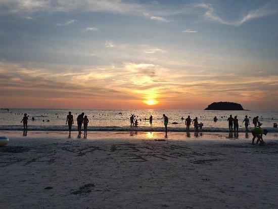 Kata Beach: 20180322_182727_large.jpg