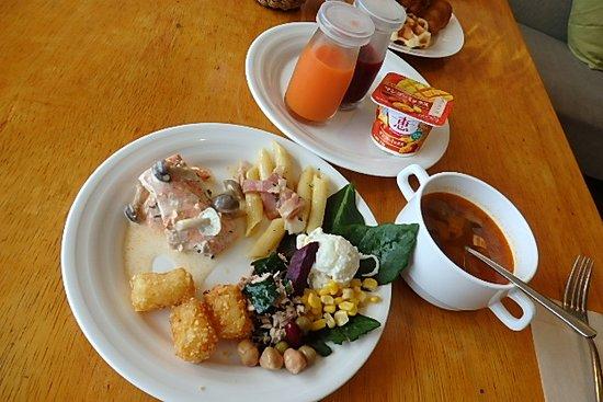 Kafuu Resort Fuchaku Condo Hotel: 洋食の朝食