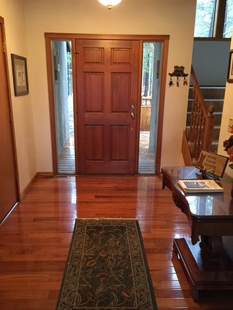 Black Butte Ranch, OR: Entry way is a warm welcome to our guests